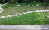 ようやく手に入れた芝生TM9と、夏の芝生張り - シンプルで心地いい暮らし