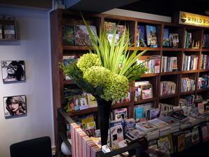 今週の「WORLD BOOK CAFE」さんはグリーンアナベル。2017/08/19。 - 札幌 花屋 meLL flowers