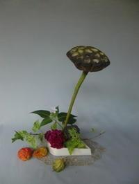 盆飾り名残の活花と我が家の常備食 - 活花生活(2)