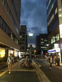 路地の空 - 設計通信2 / 気になるカメラ、気まぐれカメラ