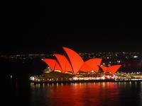 シドニーの名所が真っ赤に染まる、チャイニーズニューイヤー - 南米・中東・ちょこっとヨーロッパのアイスクリーム旅