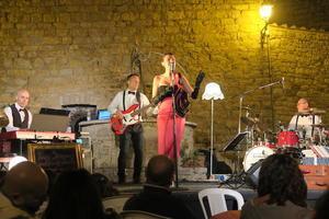 風情ある湖畔の村でコンサート、サン・サヴィーノ - イタリア写真草子 - Fotoblog da Perugia