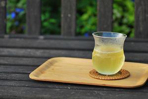 8/22 キンキンに冷えた緑茶 - 「あなたに似た花。」