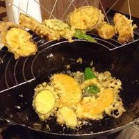 やっぱり立ち食い 夏野菜の天ぷら - 線路マニアでアコースティックなギタリスト竹内いちろ@四日市