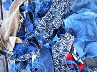 RAKUさんとKさん(粉袋)から譲っていただいた布(素材ばかりで・・がんばって縫います) - 藍ちくちく日記