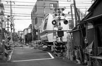 住宅街の踏切り - そぞろ歩きの記憶