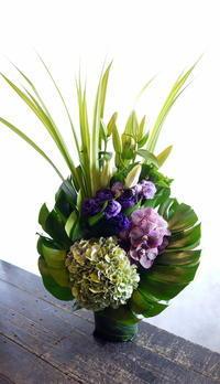 お盆用のアレンジメント。余市町に発送。2017/08/22着。 - 札幌 花屋 meLL flowers