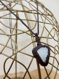 【マクラメ&ヘンプ】#152 クラスター水晶のペンダント - Shop Gramali Rabiya (SGR)