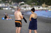 浜辺を歩く人々(1) - 一人の読者との対話