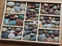 【海で拾った石】小さな石を詰めた箱 - azukki的.