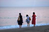 浜辺を歩く人々(4) - 一人の読者との対話