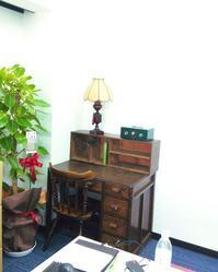 社長室の一角 - CELESTE オリジナルアクセサリー+古物