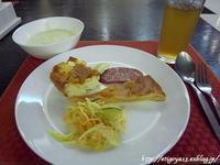 家庭的で美味しいお昼とS7国内線往路機内食 - これ旨いのか?