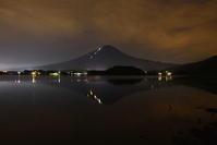 29年8月の富士(11)湖畔の夜の富士 - 富士への散歩道 ~撮影記~