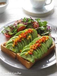 朝ベジ♪ 粒マスタードたっぷり、アボカドとパプリカのオープンサンド - Cache-Cache+
