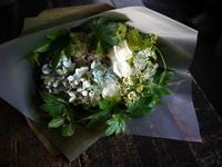 ギフト用の花束。「白~グリーン系」。2017/08/31。 - 札幌 花屋 meLL flowers
