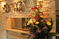 エニタイムフィットネスセンター赤羽北店様 定期活け込みの花 菊の節句 - 北赤羽花屋ソレイユの日々の花