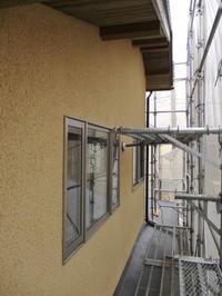 鵠沼の家、シラスの外壁塗り - いえづくり現場ノート(いちかわつくみ建築設計室のブログ)