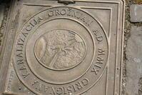 グロジュニャンのマンホールの蓋 (クロアチア) - 旅めぐり&花めぐり