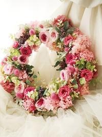 プリザーブドのリース、ピンクのバラで - 一会 ウエディングの花