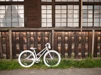 白い自転車 - カメラのまばたき
