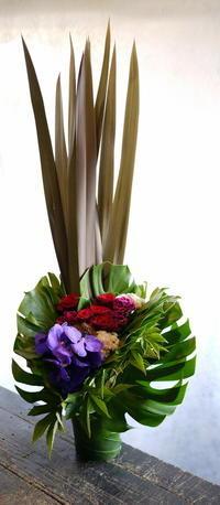 お寿司屋さんの1周年に。「背を高め、和を意識して」。南6西3にお届け。2017/09/08。 - 札幌 花屋 meLL flowers