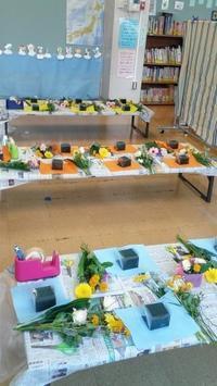 小学校放課後倶楽部でフラワーアレンジメントのワークショップのご報告と秋のリースキッズレッスンのご案内 - 北赤羽花屋ソレイユの日々の花