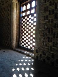 ウズベキスタンの旅―イスラム建築を訪ねて(1)光と影 - 碧ざくろタイル