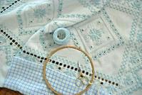 【レッスン参考作品】ハーダンガーのテーブルセンター(5) - 浜松の刺繍教室 l'Atelier de foyu の 日々
