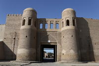 ウズベキスタンの旅―イスラム建築を訪ねて(2)土色のヒヴァ - 碧ざくろタイル