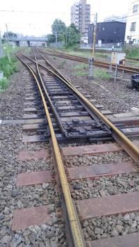 黄色いレールと黄色い列車 - おでかけメモランダム☆鹿児島