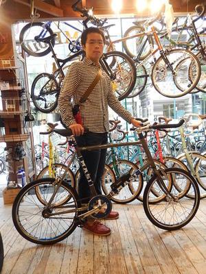 9月日17渋谷原宿の自転車屋FLAME bike前です -