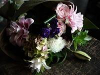 敬老の日に花束。二十四軒4条にお届け。「百合を使って」。2017/09/17。 - 札幌 花屋 meLL flowers