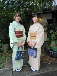 帯の結び方がちがって、楽しい後姿。 - 京都嵐山 着物レンタル&着付け「遊月」