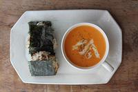 ニンジントマトスープと鶏ごぼうおにぎり - Nasukon Pantry