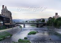 カメラが恋する京都:三脚嫌いなものですから。トワイライト鴨川をノー三脚、SS1/10、ISO400 - 東京女子フォトレッスンサロン『ラ・フォト自由が丘』-写真とフォントとデザインと現像と-
