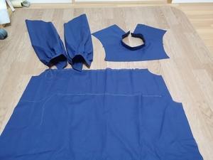 紺のブラウス -
