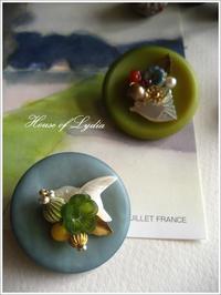 ボタンベースの鳥と花・ブローチ - House of Lydia・・・しずかな時間