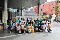 NPO法人にこスマ九州様より先日博多駅にて催されましたレモネードスタンドのお写真を頂きました。 - のれん・旗の製作   福岡博多の旗屋㈱ハカタフラッグ