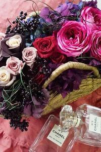 プリザーブドフラワーも根強い人気です - お花に囲まれて