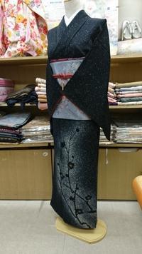 トルソーさん着物チェンジ~黒地訪問着スッキリコーデ - たんす屋新小岩店ブログ
