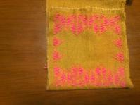 生地と糸を変えて、梅の花コースター - 手編みバッグと南部菱刺し『グルグルと菱』