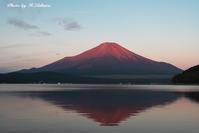赤富士 - 写真家 海老原 勇人