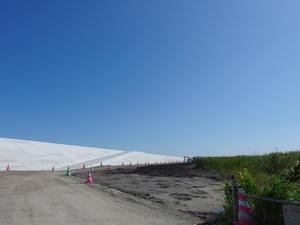 復興が進む浜通りを歩く 防潮堤 -