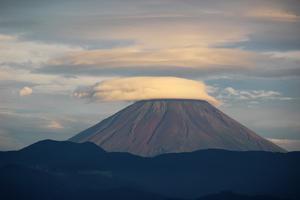 富士山、傘雲から吊るし雲 - 雨宮園 ☆~盆栽・山野草・陶芸~☆趣味が仕事でも・・・。