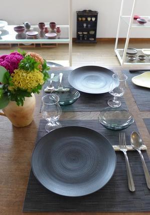 黒いお皿 敷居高いですか? - bonton blog