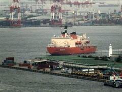 """9月22日(金)、神戸港第4突堤に南極観測艦""""しらせ""""が入りました -"""