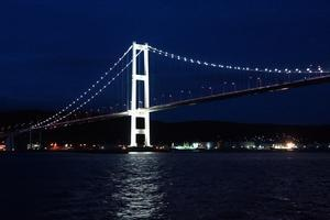 ナイトクルージングの白鳥大橋 -