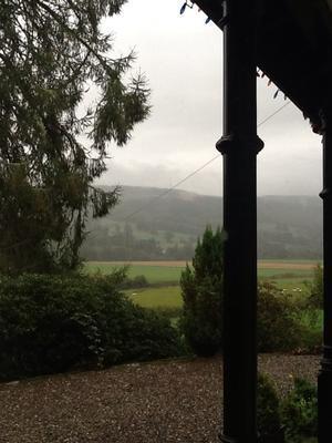 雨の良く降る肥えた土地には - 弥生、スコットランドはエジンバラ(エディンバラ)発!