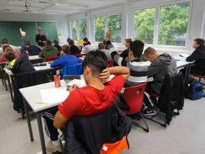 挙手の際の指 - 学校・教職員の現在と近未来-榊原禎宏のブログ